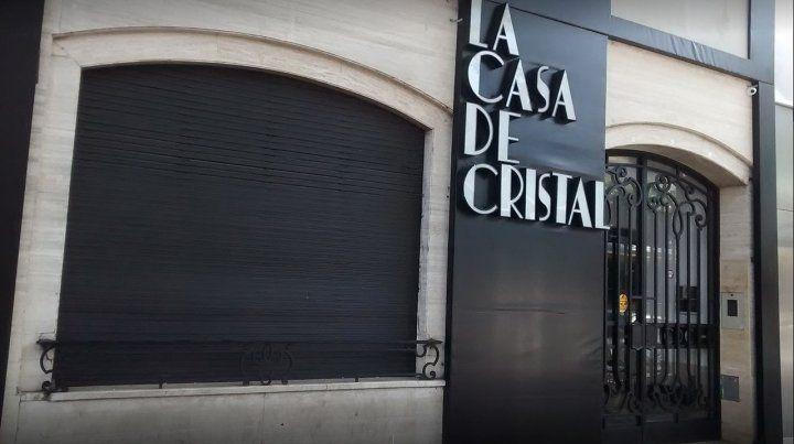 Uno de los dueños de La Casa de Cristal fue denunciado por abusar sexualmente de una trabajadora del local nocturno