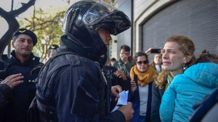 Escrache frente al boliche del empresario rosarino denunciado por abuso sexual