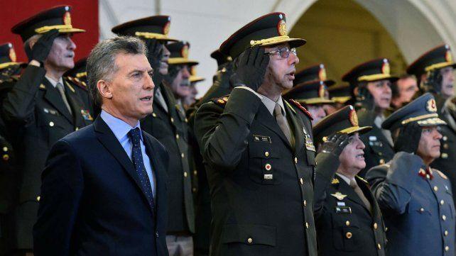 Macri firmó ayer el decreto para la reapertura delas paritarias
