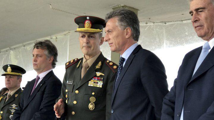 El presidente Mauricio Macri dialoga con el jefe del Ejército Claudio Pasqualini.