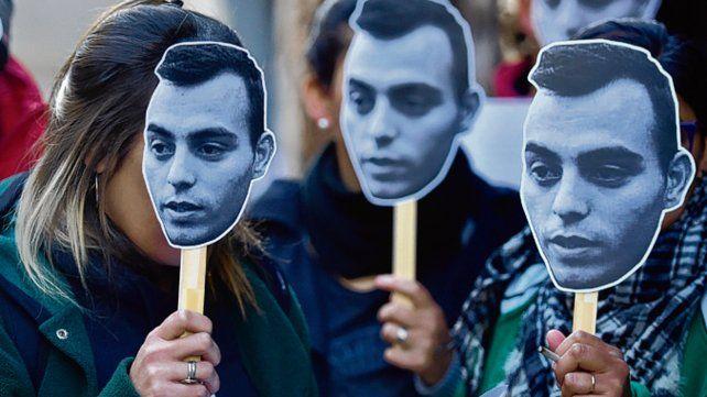 Todos pichón. Los manifestantes se mostraron con el rostro del joven.