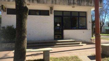 Pequeña. La oficina del Correo donde ocurrió el asalto, en un pueblo de sólo 2.300 habitantes del sur provincial.