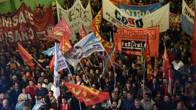 Gremios locales rechazan la propuesta del gobierno y piden un paro nacional