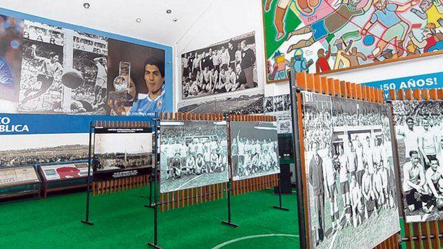 Muestra. La historia del fútbol se puede recorrer a través de las fotos expuestas en el Estadio Centenario.