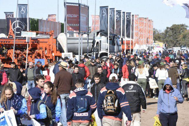 Agroactiva arrancó el miércoles y cierra hoy en Armstrong. Mucho público y expositores en el corazón del cluster de la maquinaria.
