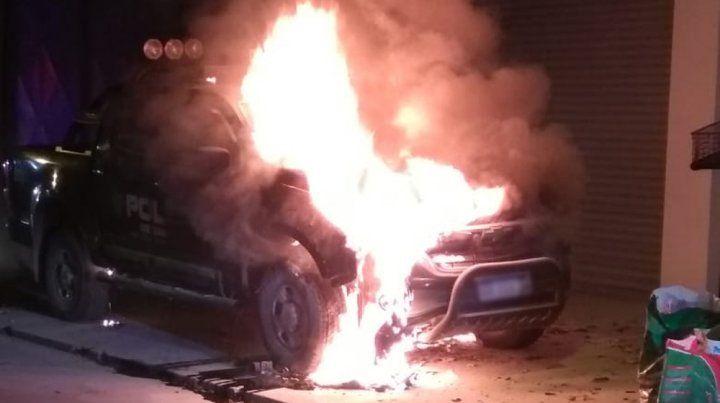 En llamas. Segundos posteriores al incendio provocado por un delincuente.