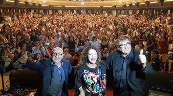 La selfie con la gente. Juan Carlos Baglietto, Patricia Sosa y Lito Vitale arancaron un proyecto de folclore hecho por gente que ha tocado rock toda su vida.
