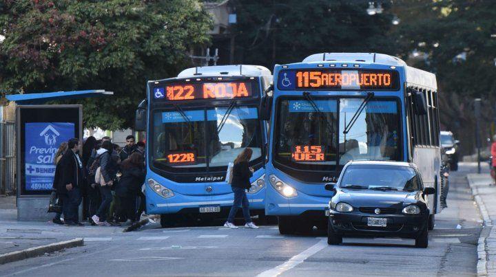 La oposición se plantó ante la intención del Frente de extender la vida últil de los colectivos que hoy circulan en Rosario.