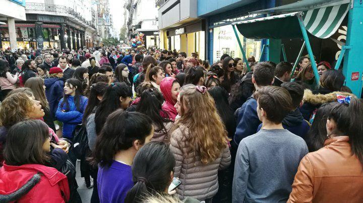 Córdoba y entre Ríos. Manifestantes entusiastas en pleno centro rosarino.