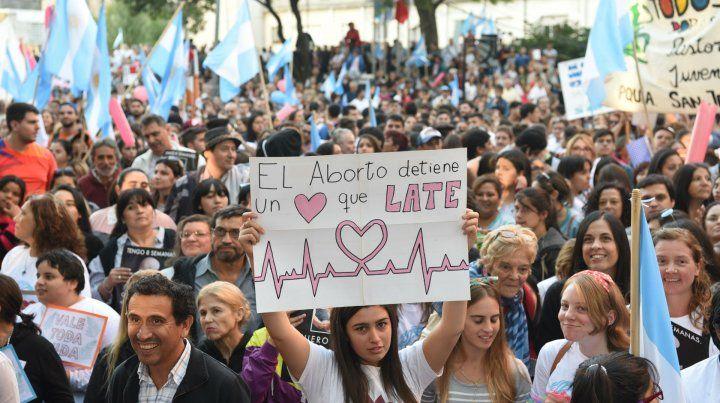 Marcha en contra del proyecto de despenalización del aborto.