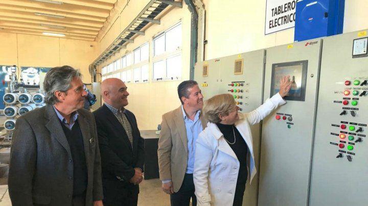 Los funcionarios provinciales y la intendente de Cañada en las flamantes instalaciones..
