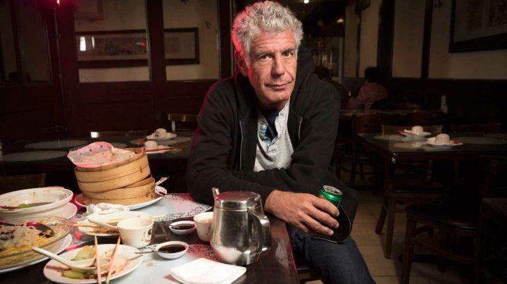 Bourdain en 2016 en un restaurant de Nueva York