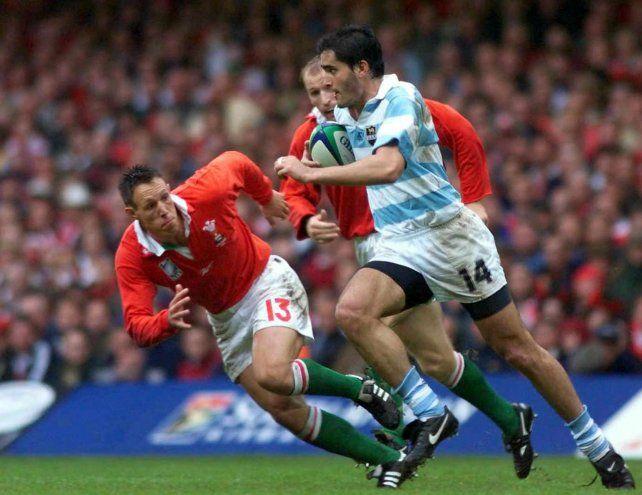 Velocidad. Octavio Bartolucci ataca por una de las puntas en el Millenium de Cardiff.