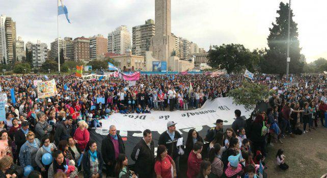 Miles de rosarinos marcha en contra de las despenalización del aborto