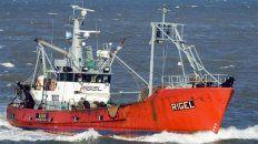 Por agua, aire y tierra. Efectivos de Prefectura, Armada y policía buscan a los ocho tripulantes del pesquero Rigel, que se perdió en Chubut.