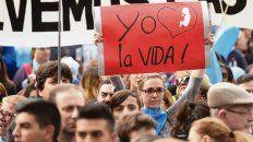 A favor de la vida. Muchos carteles con claros mensajes en la marcha.