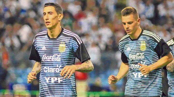 En la selección. Di María es un histórico del plantel argentino y Lo Celso es una gran apuesta a presente y futuro. Compartieron equipo con la celeste y blanca en los amistosos con Rusia
