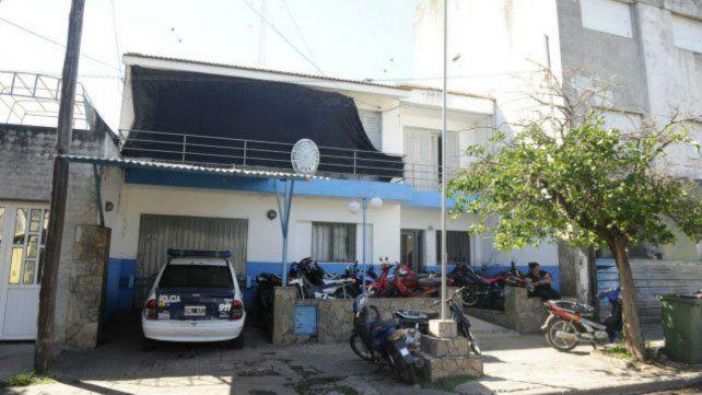 Personal de la comisaría 29ª de Villa Gobernador Gálvez dio con la camioneta abandonada del empresario asaltado.