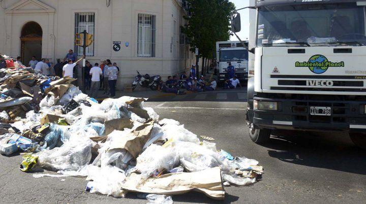 Paritarias: recolectores de basura al borde del paro