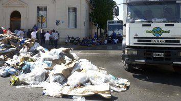 los recolectores de residuos al borde del paro en rosario