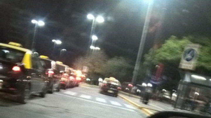 Nuevos videos muestran las intimidaciones que sufren taxistas en la terminal