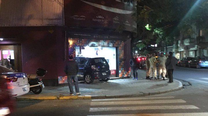 Chocó en San Juan y Balcarce y terminó adentro de una óptica