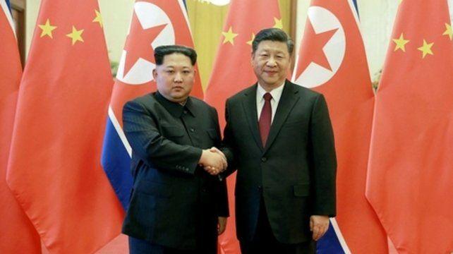 Kim y Xi Jinping durante la visita a Pekín del primero en marzo.