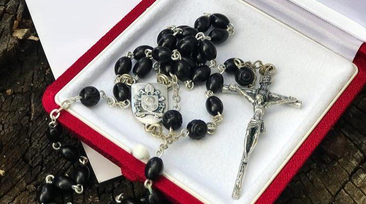 El rosario. El Papa Francisco se lo envió especialmente al expresidente brasileño Lula.