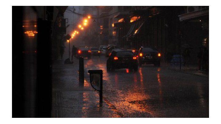 El SMN anunció que hay chances de lluvias y tormentas fuertes entre esta noche y mañana a la mañana. Después llegará el frío intenso.