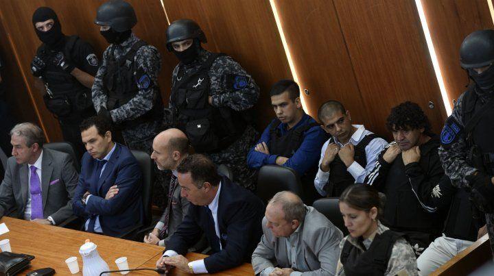 El hombre detenido por la Federal habría actuado bajo las órdenes de Monchi (primero de la izquierda