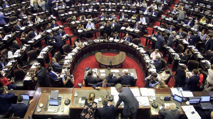 Aprueban dictamen de mayoría y la legalización del aborto se debatirá mañana
