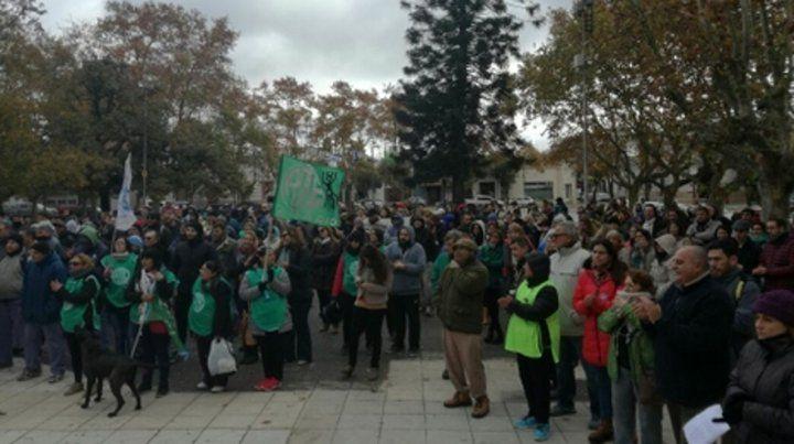 Movilizados. La marcha terminó en la Plaza de los Mástiles. Algunos gremios pararon las actividades.