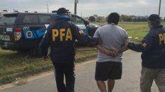 Esposado. El negro González va camino de la prisión tras ser detenido.