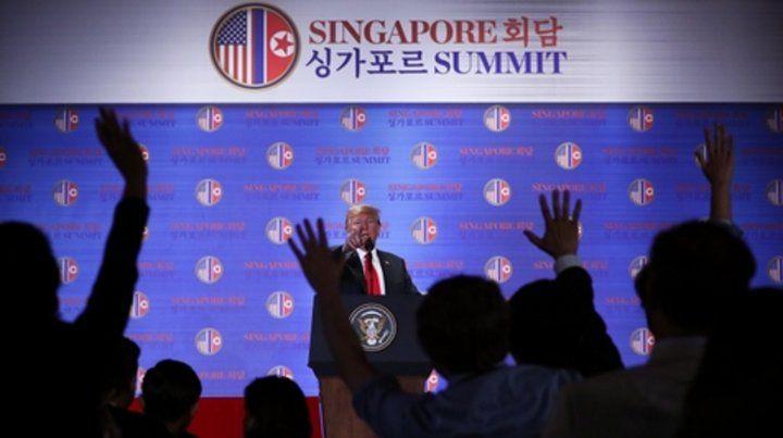 Protagonista. Trump contesta a los periodistas en la rueda de prensa.