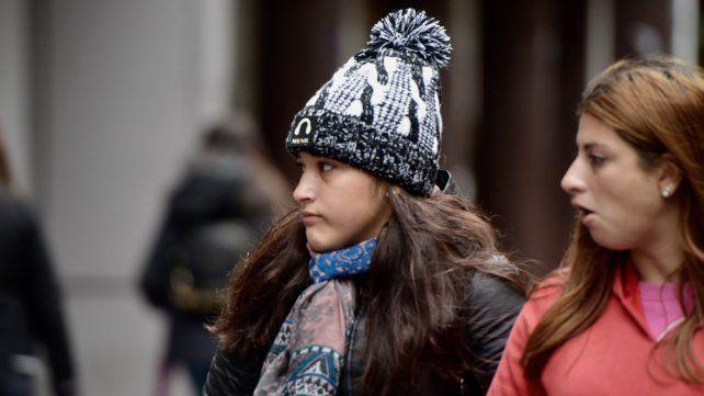 El frío llegó a Rosario y aseguran que todavía falta lo peor