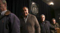 En fila. Los tres secretarios de la CGT se despacharon con duras críticas al modelo económico y el impacto en los asalariados.