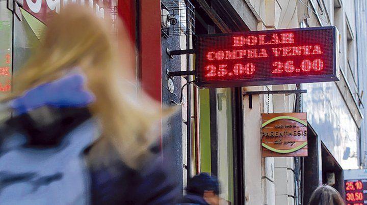No para. El volumen de negocios en el mercado del dólar se duplicó ayer. La demanda está firme.