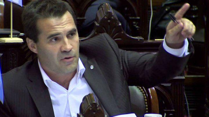 Un diputado denunció que no le vendieron figuritas por votar a favor del aborto