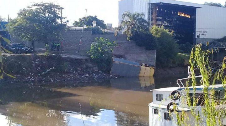 Un camión se quedó sin frenos y cayó al arroyo Saladillo