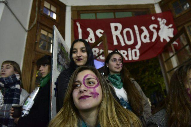Humanidades se llenó de pañuelos verdes en la vigilia por la ley del aborto