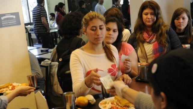 Barato. La Universidad Nacional de Rosario suma cuatro comedores que ofrecen menúes por 25 pesos.