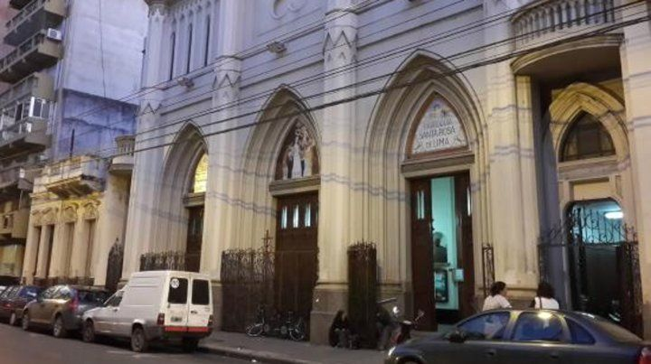 Una parroquia abierta hasta la medianoche para rezar por las dos vidas