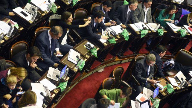 Incertidumbre. Diputados seguía contando voto a voto. Recién se definiría a la mañana.