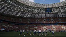 Los dueños de casa. El plantel ruso entrenó ayer en el estadio Luzhniki, donde hoy saldrá a buscar los primeros tres puntos en un grupo A en el que no es candidato.