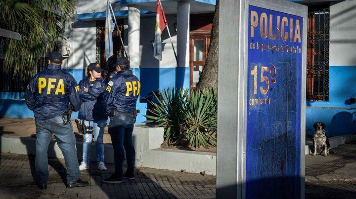Efectivos de la Policía Federal esta mañana en la puerta de la seccional 15ª.