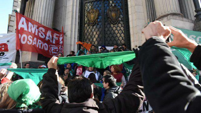El acto se realizó frente a la Bolsa de Comecio.