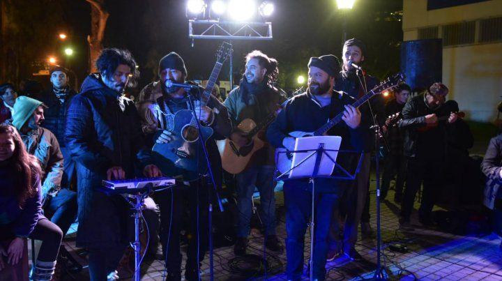 La noche de las frazadas, solidaridad con la música como excusa