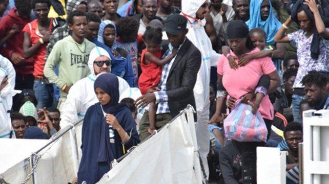 Aquarius. Los migrantes del barco de la organización SOS Méditerranée fueron rechazados por Italia y Malta.