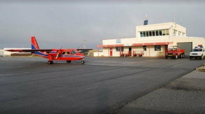 Malvinas. Desde 1999 hay un vuelo semanal de las islas a Punta Arenas.