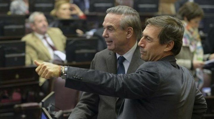 Jefes de bloque. Picheto (PJ) y Naidenoff (PRO) acordaron ayer agilizar el proyecto en la Cámara alta.